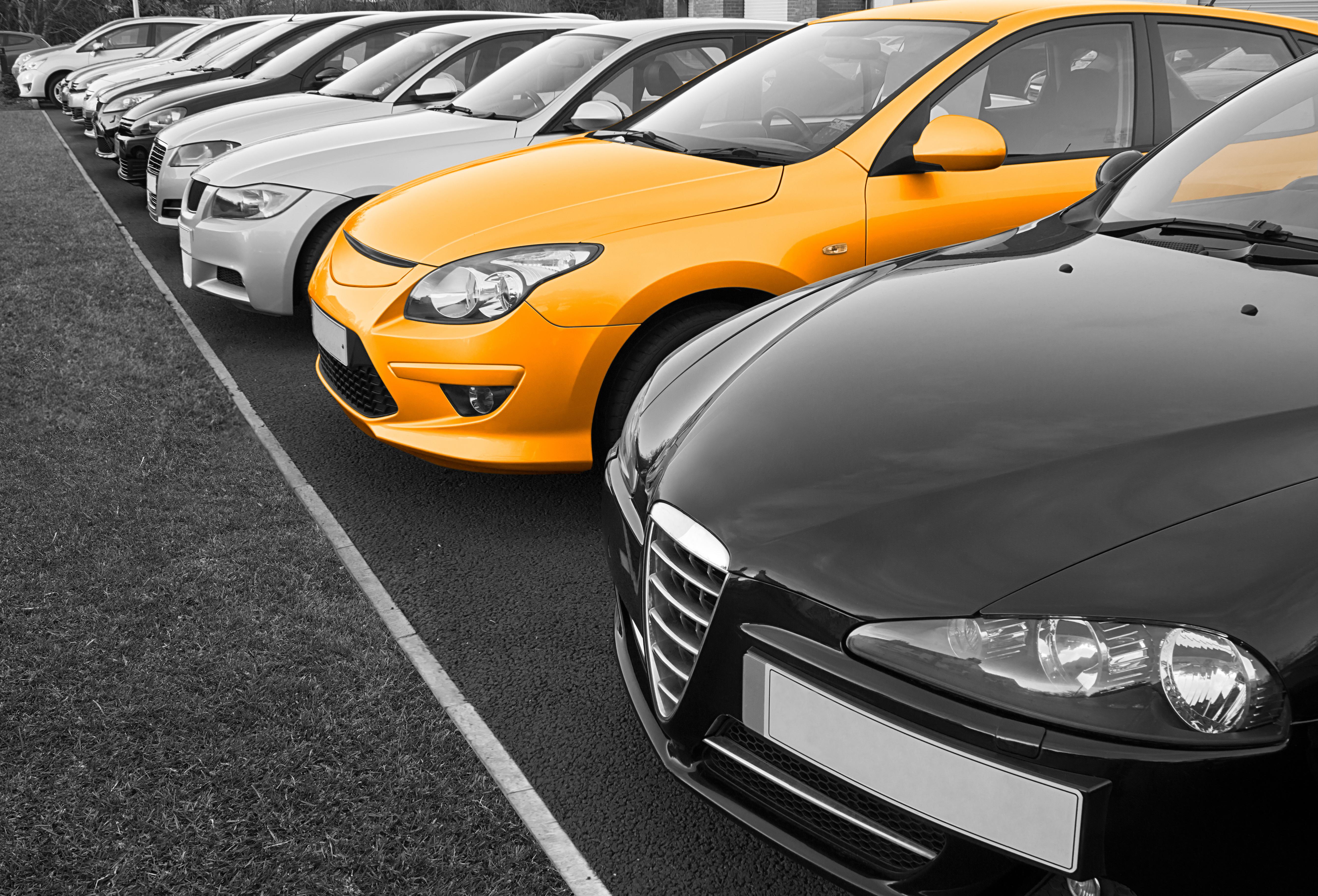 Car Dealership Security Camera Catches Criminals
