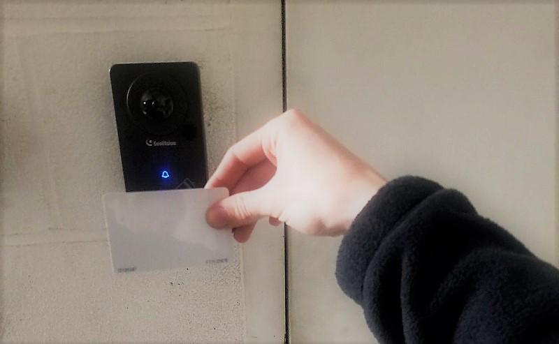 control de acceso con cámara de seguridad
